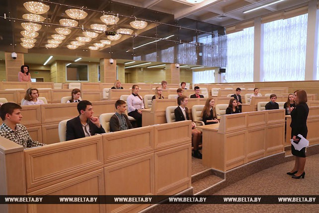 Школьники из Столбцовского района посетили Совет Республики