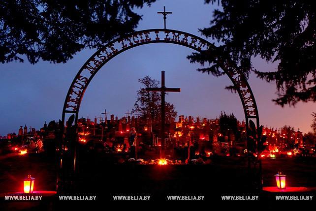 День всех святых и День поминовения усопших отмечает католическая церковь