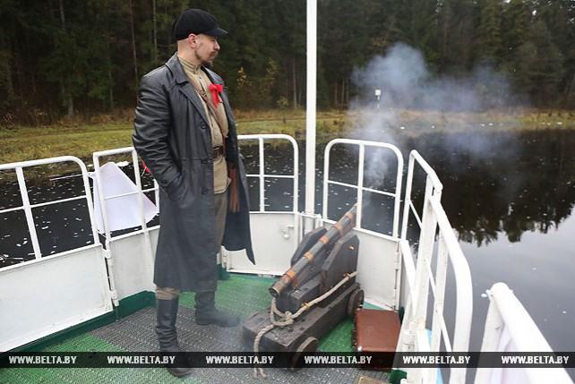 """Залпы """"Авроры"""" прогремели на Августовском канале"""