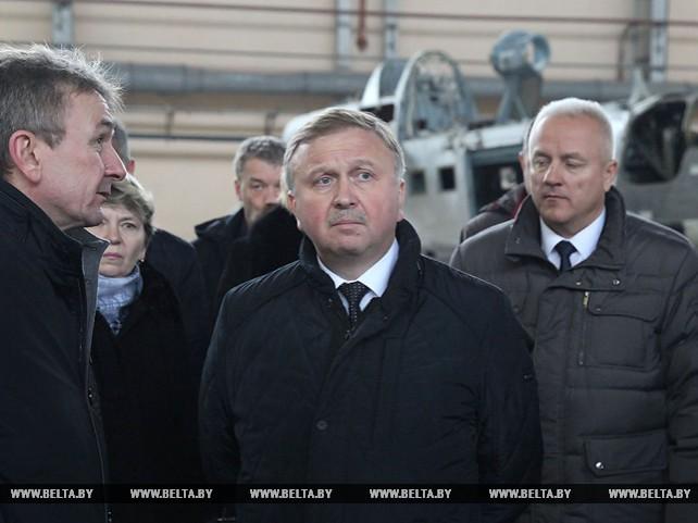 Кобяков ознакомился с реализацией инвестпроекта на Оршанском авиаремонтном заводе