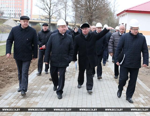 Кобяков ознакомился с ходом строительства больницы в Орше