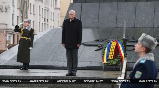 Министр иностранных дел Румынии возложил венок к монументу Победы в Минске