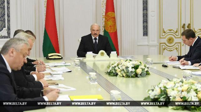 """Лукашенко заслушал доклад о реализации норм указа №253 """"О мерах по финансовому оздоровлению сельскохозяйственных организаций"""""""