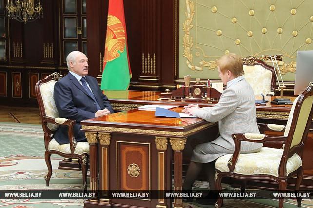 Лукашенко провел рабочую встречу с председателем Центризбиркома Лидией Ермошиной