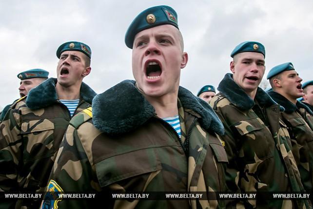 Церемония увольнения в запас десантников прошла в Брестской крепости