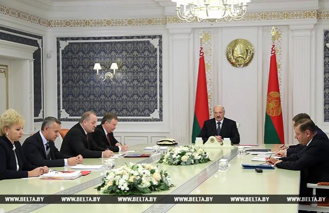 Лукашенко заслушал доклад по отдельным вопросам кредитно-финансовых организаций