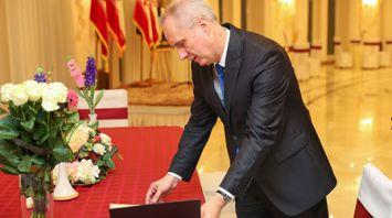Дапкюнас в посольстве Ирана оставил запись в Книге соболезнований