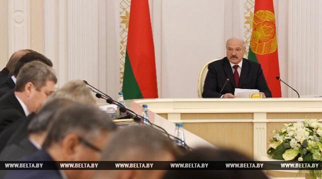 Лукашенко заслушал доклад правительства, Нацбанка, облисполкомов и Минского горисполкома