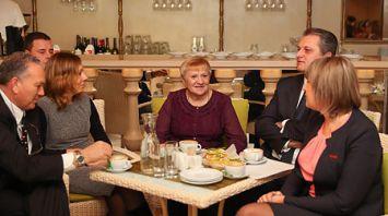 Лучший дворник Центрального района Минска пригласила на чашку капучино