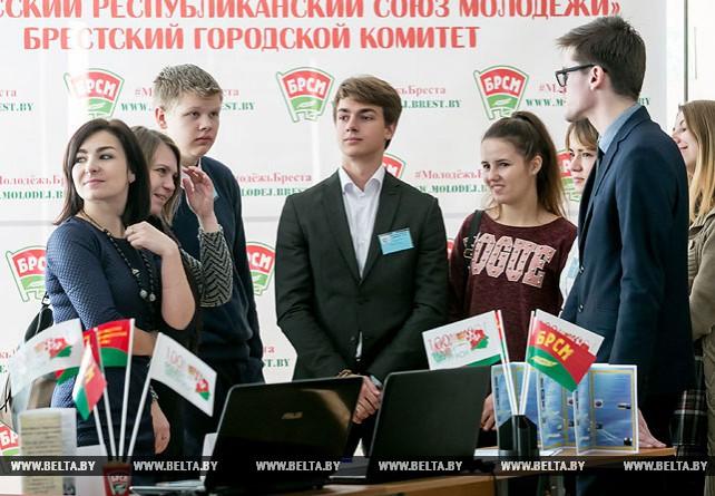 """Лучшие молодежные проекты представили на региональной выставке """"100 идей для Беларуси"""" в Бресте"""