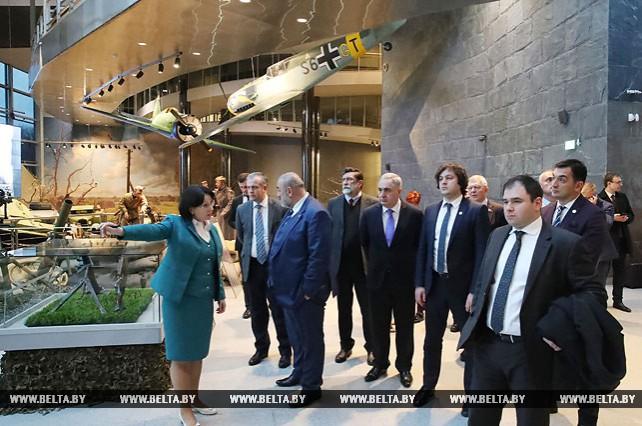 Председатель парламента Грузии посетил Музей истории Великой Отечественной войны