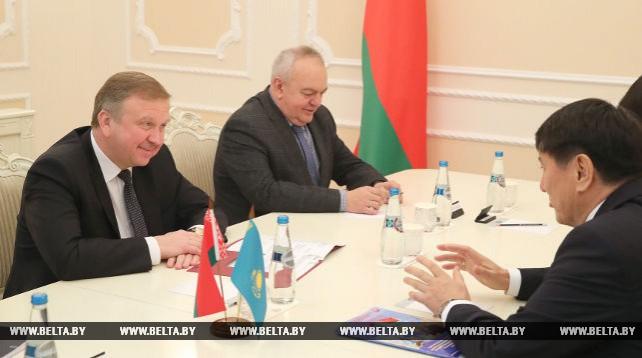 Кобяков встретился с послом Казахстана в Беларуси