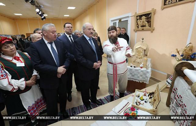 Александр Лукашенко посетил Дом культуры в Буда-Кошелево