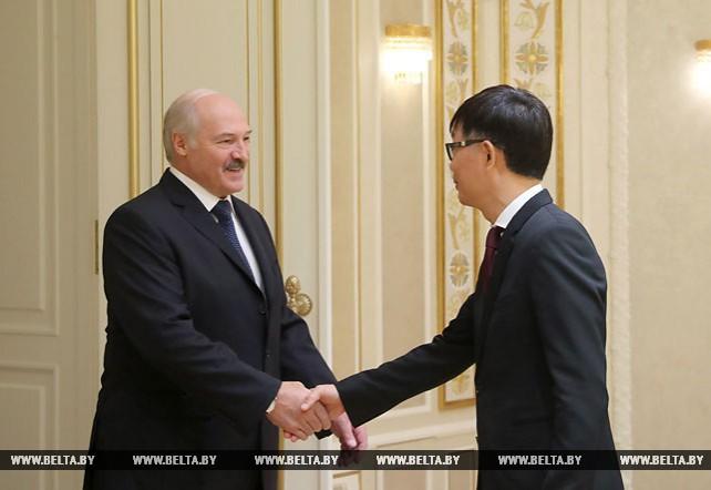 "Лукашенко встретился с председателем правления и президентом ""Мидеа Груп"""