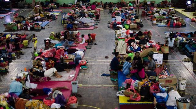 Массовая эвакуация проводится на Бали из-за извержения вулкана