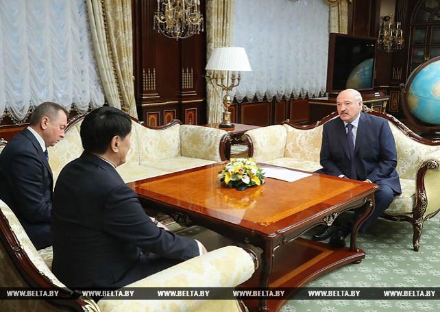 Лукашенко провел встречу с послом Казахстана Булегеновым