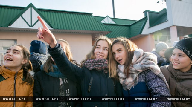 Над школой имени Владимира Карвата в Бресте зажгли звезду Героя