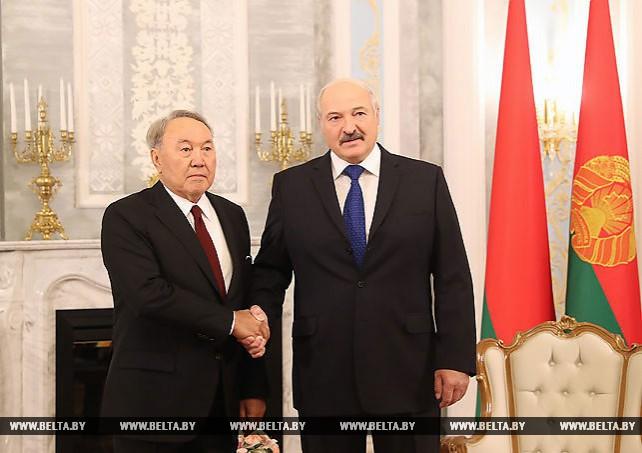 Лукашенко рассчитывает на создание более мощной торгово-экономической базы отношений Беларуси и Казахстана