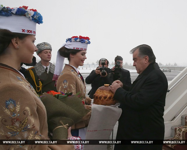 Президент Таджикистана прибыл в Беларусь