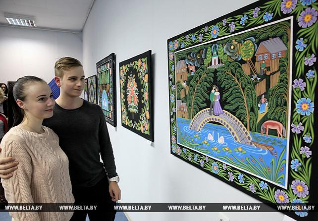 """Выставка """"Соцветие красок"""" открылась в Витебске"""