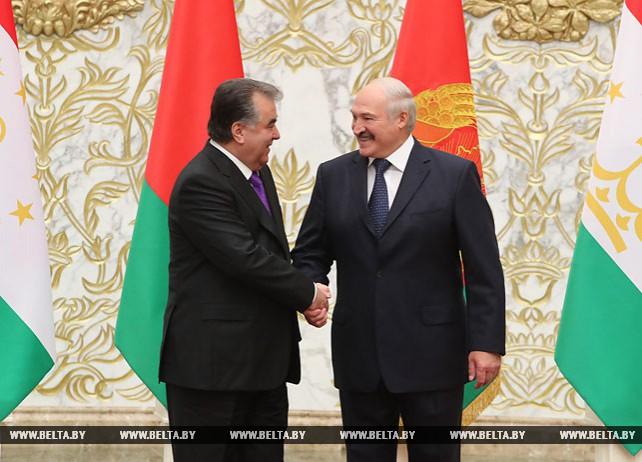 Лукашенко провел переговоры в узком составе с Президентом Таджикистана