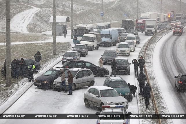 На кольцевой дороге в Гродно столкнулись 14 автомобилей