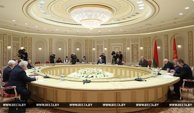 Лукашенко встретился с губернатором Курской области