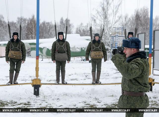 Новобранцы 5-й бригады спецназа проходят курс молодого бойца
