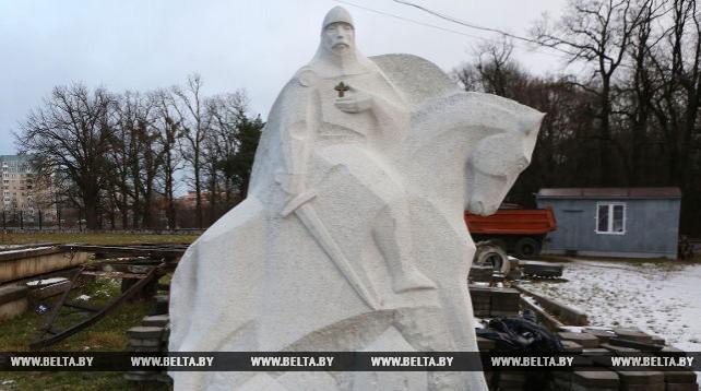 В Гродно доставили гранитный памятник князю Давыду Городенскому