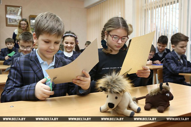 Школьники Гродненской области украсят елки в социально-педагогических центрах игрушками ручной работы