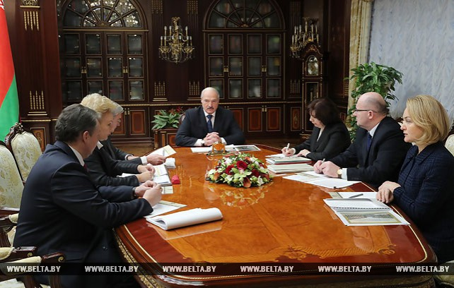 Лукашенко провел совещание по вопросам медицинского обслуживания в клиническом медицинском центре в деревне Ждановичи Минского района