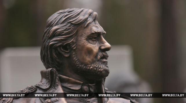 Памятник Ростиславу Янковскому открыли в Минске