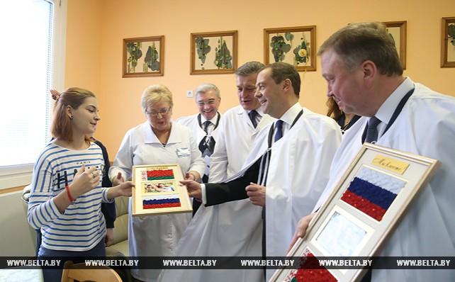 Кобяков и Медведев ознакомились с работой РНПЦ в Гомеле