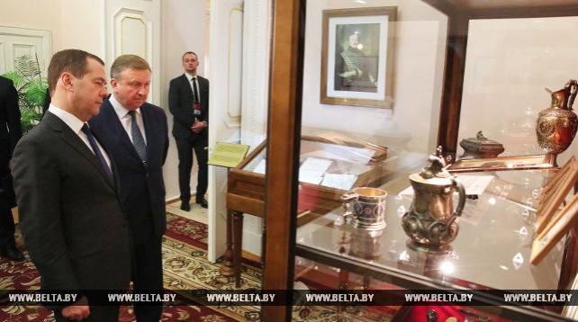 Кобяков и Медведев ознакомились с экспозицией Гомельского дворцово-паркового ансамбля