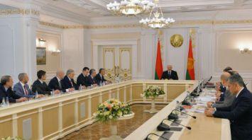 """Лукашенко провел совещание по проекту декрета """"О развитии цифровой экономики"""""""