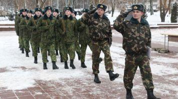 Новому пополнению войсковой части внутренних войск в Витебске вручили боевое оружие