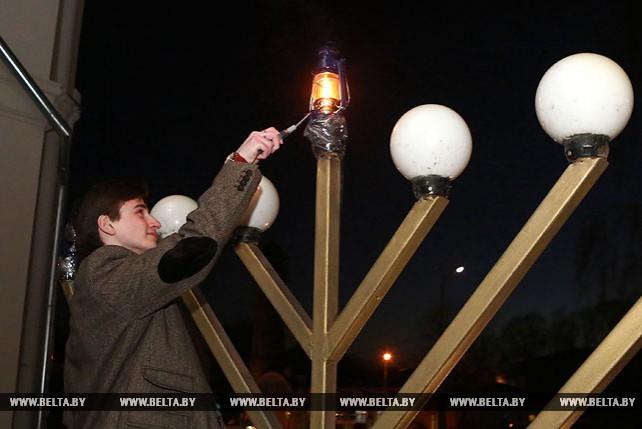Иудеи отмечают Хануку
