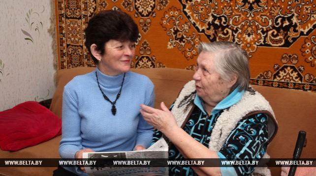 Социальный работник Людмила Ковалева оказывает помощь 10 пожилым людям