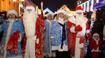 Парад Дедов Морозов и Снегурочек прошел в Гродно
