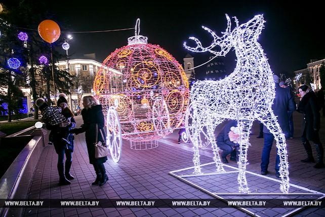 В Бресте зажгли праздничную иллюминацию