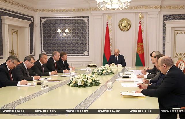 Лукашенко провел совещание о предлагаемых новых инструментах реструктуризации долговых обязательств в экономике