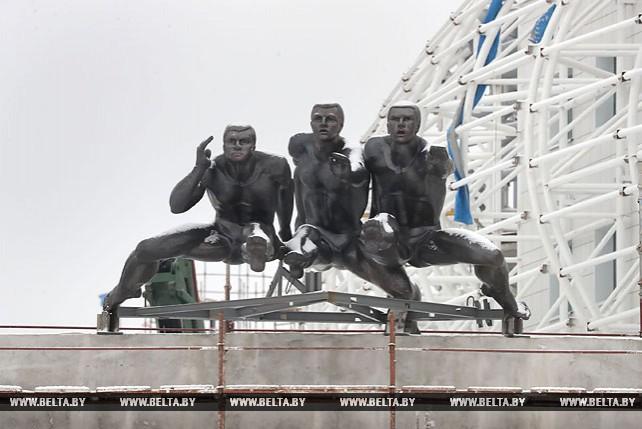 "Скульптура ""Бег"" над входом на стадион ""Динамо"" вернулась на прежнее место"