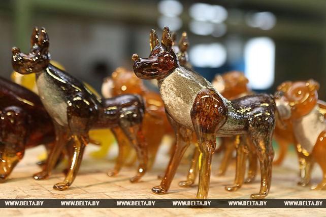 Стеклодувы из Березовки представили символ 2018 года ручной работы