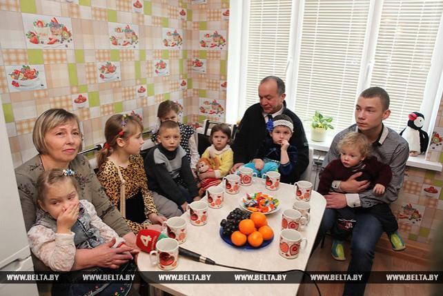 В новом доме встретят 2018 год семья Казаченко из Гомеля и девять приемных детей