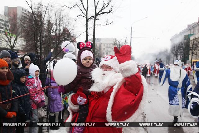 Шествие Дедов Морозов и Снегурочек в Могилеве