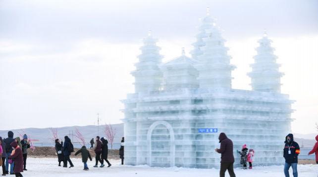 Фестиваль льда и снега проходит в автономном районе Внутренняя Монголия на севере Китая
