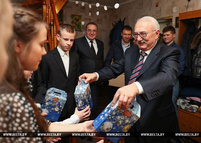 Совет по развитию предпринимательства поздравил воспитанников детдома семейного типа в Дзержинске