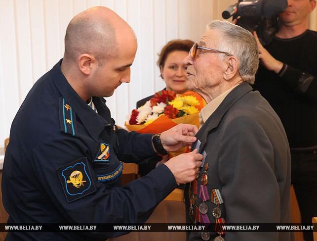 """Медаль """"За отвагу"""" вручили ветерану войны Максиму Застрелову"""