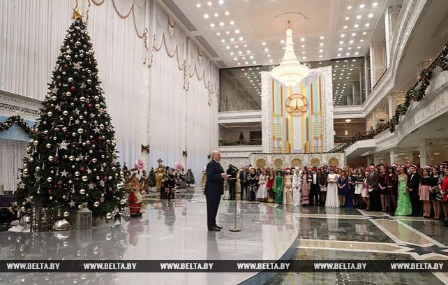 Лукашенко провел новогоднюю встречу с лучшими учащимися страны