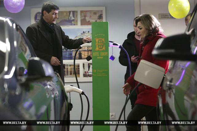 """Зарядная станция для электромобилей открылась в отеле """"Европа"""""""